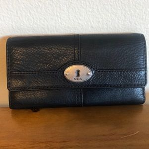 FOSSIL black leather wallet .